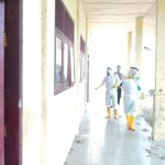 Brimob Aceh Lakukan Penyemprotan Disinfektan Di Sekolah