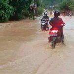 Hujan Deras Genangi Ruas Jalan Raya Kawasan Aceh SELATAN