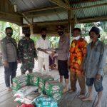 Meski Medan jalan rusak parah, Polsek Ranto Peureulak salurkan Bantu untuk Desa Seumanah Jaya