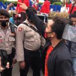 Unjuk Rasa Tolak Habib Rizieq Dibubarkan Oleh Mahasiswa
