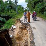 Memprihatinkan, Jalan Lintas Kabupaten Aceh Timur dan Gayo Lues Rusak Parah dan Longsor