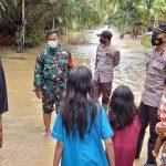 Polsek Ranto Peureulak Himbau Warga Jaga Anak Bermain Air Banjir