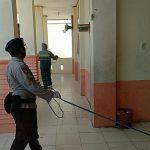 Satuan Brimob Polda Aceh Kembali Melakukan Penyemprotan Disinfektan di Lingkungan Sekolah