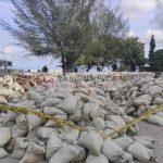 Ratusan Karung Berisi Limbah Hasil Tambang Di Pelabuhan Tapaktuan Di Police Line!