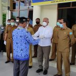 Sekda Aceh dr.Taqwallah M.Kes Serahkan SK Kenaikan Pangkat Kepada 75 ASN Asel
