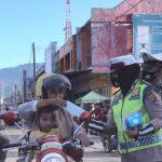 Ditlantas Polda Aceh Bagikan Masker Di Pasar Lambaro