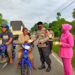 Peduli Sesama, Satuan Brimob Polda Aceh Batalyon C Pelopor Bagikan Takjil