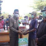 Baitul Mal Aceh Selatan Bagikan Sembako Kepada Tukang Becak
