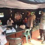 Tim Asistensi Polda Aceh Lakukan Pemeriksaan Swab Antigen di Perbatasan Tamiang – Sumut, 1 Positif
