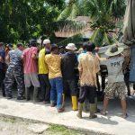 Pangkalan TNI AL Simeulue Lakukan Pembersihan Pantai dan Pengecatan Rumah Warga