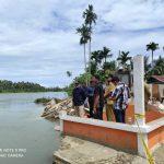 Bupati Aceh Selatan Naiki Perahu Tinjau Abrasi di Gampong Keude Padang