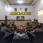 Satreskrim Polres Aceh Selatan Inisiasi Penandatanganan Surat Pernyataan Prokes di Pasar