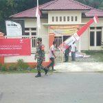 Babinsa Koramil 06/Peukan Baro Dalam Rangka Memperingati HUT RI ke 76 Ajak Masyarakat Gotong Royong