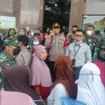 Tak Patuhi Prokes, Polisi Bubarkan Kerumuman Bank Aceh Lhokseumawe